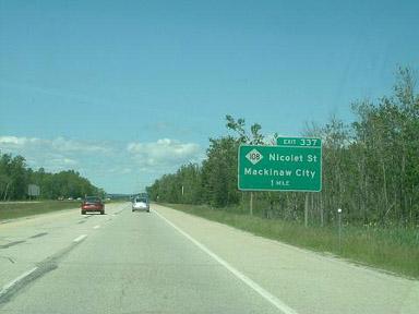 夏の高速道路